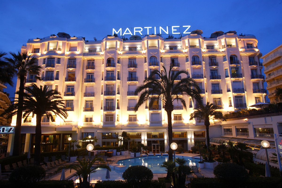 Hotel martinez cannes croisette magade hotel design for Hotels unis de france
